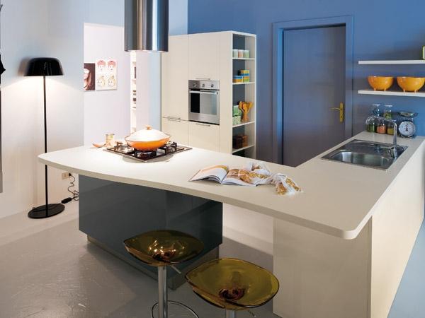 La penisola per valorizzare lo stile della cucina moderna arredo - Cucine di piccole dimensioni ...